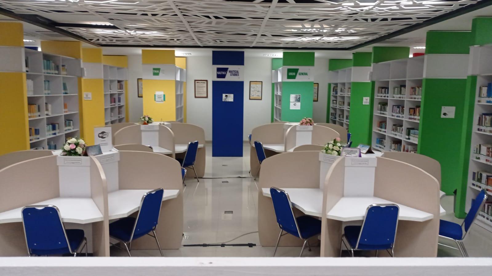 Semarak Menyambut Hari Kemerdekaan Republik Indonesia Ke-76  Perpustakaan PIP Semarang Membagikan Suvenir Bagi Peminjam Buku Terbanyak